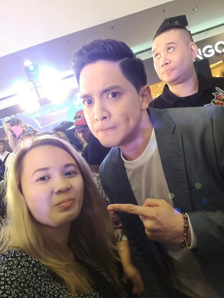 Wacky selfie with the newest face of the selfie expert, Mr. Alden Richards.